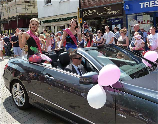 Newbury Carnival Queen Kelly Edmond (left), with her attendant Louise White.
