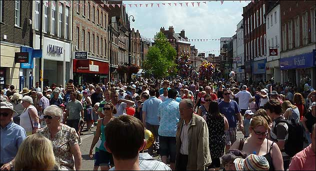 The crowd dispersing in Northbrook Street after the parade