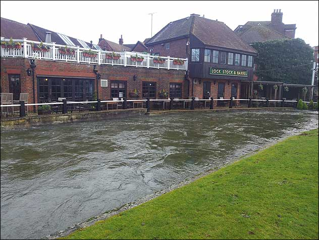 Rising river levels in Newbury threaten the Lock Stock & Barrel